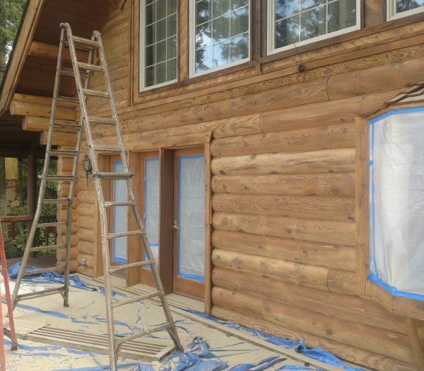 Log home glass media blasted by wild wood log home restoration revealing natural wood grain.
